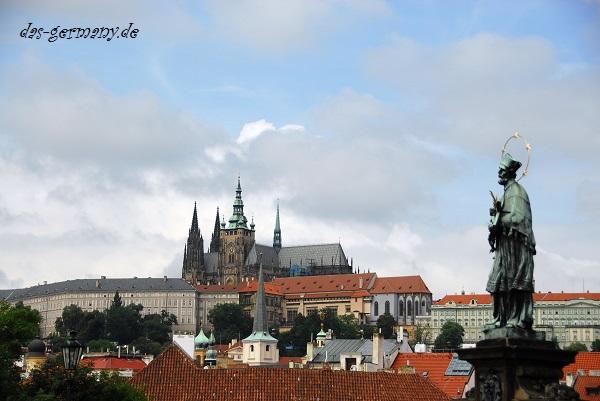 Немцы любят ездить в Прагу.